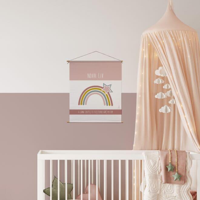 geboorteposter met regenboog roze hiphuisje