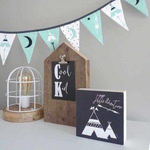decoratie kinderkamer vlaggenlijn groen zwartwit hiphuisje