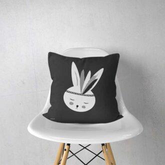 kussen konijn zwart wit kinderkamer babykamer voorzijde hiphuisje 2