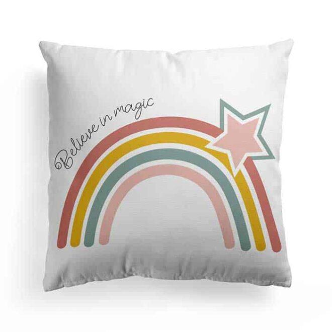 kussen regenboog voorzijde wit hiphuisje 2