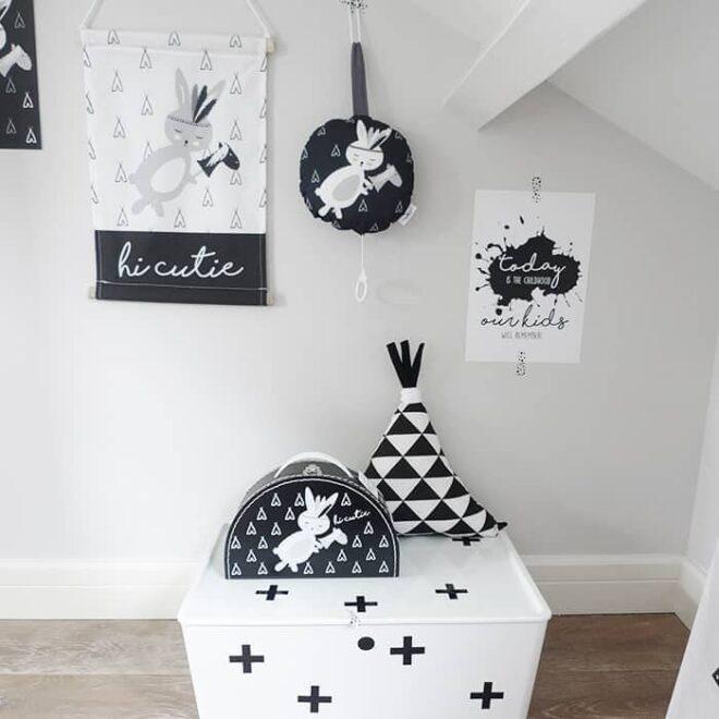 muziekdoosje textiel poster poster kussens koffertje zwart wit kinderkamer babykamer