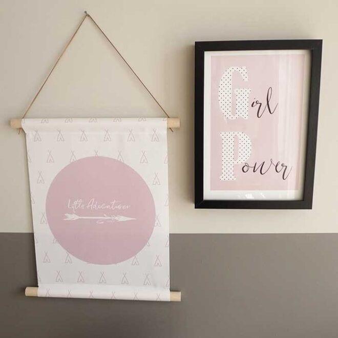textielposter roze kinderkamer meisjeskamer littleadventurer 2 3