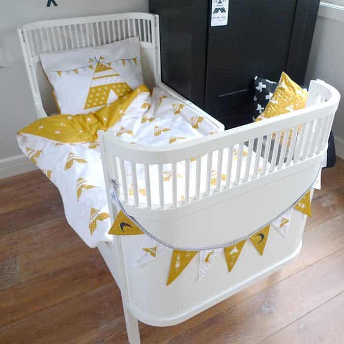 vlaggenlijn vlaggetjes okergeel kinderkamer babykamer accessoires hiphuisje
