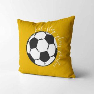 voetbal kussen okergeel voetbalkamer kinderkamer hiphuisje