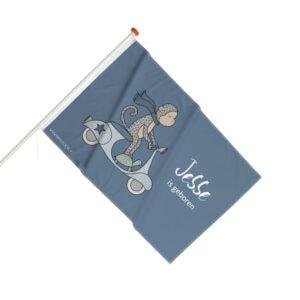 geboortevlag aapje op een scooter gevelvlag jongetje aapje blauw hiphuisje