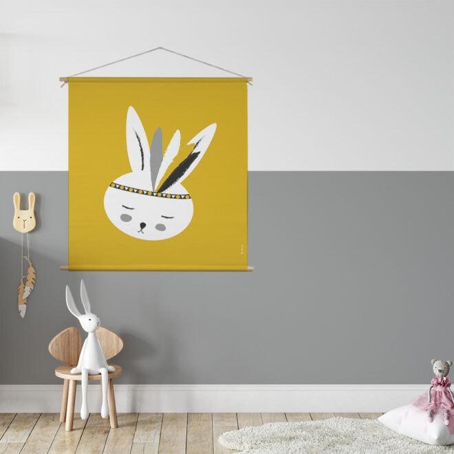 XL Textielposter met konijntje in okergeel kinderkamer meisjeskamer hiphuisje